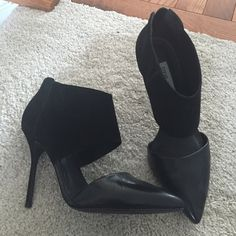 """Steve Madden pumps Size 8. Made in Brazil. Steve Madden pumps. Heel is approx 4"""". Worn only a handful of times. Zips in the back Steve Madden Shoes Heels"""