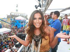 ACONTECE: Anitta pode ter bloco no Carnaval de Salvador em 2...