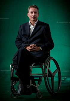 Frank Gardner. Paraplegic, BBC journalist covering middle east issues, and is fluent in Arabic.  >>> See it. Believe it. Do it. Watch thousands of SCI videos at SPINALpedia.com