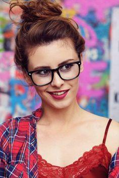 Účes a líčení na focení Modeling, Glasses, Fashion, Moda, Eyeglasses, Fasion, Eye Glasses, Trendy Fashion, La Mode