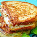 Tuna Melt Recipes-A Classic Tuna Melt is among well known lunch recipes ever. A tuna melt is a warm, open-faced sandwich made out of tuna salad and topped with tomato a. Tuna Melt Sandwich, Tuna Melts, Tuna Fish Salad, Tuna Salad Ingredients, Tuna Melt Recipe, Open Faced Sandwich, Asiago Cheese, Tuna Recipes