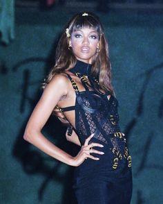Viva Versace! - TYRA BANKS, VERSACE 1992 PH. DAVE BENETT Black Supermodels, House Of Versace, Tyra Banks, Gianni Versace, Wonder Woman, Superhero, Celebrities, Collection, Ph