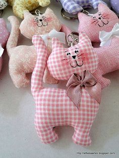 Amazing Home Sewing Crafts Ideas. Incredible Home Sewing Crafts Ideas. Sewing Toys, Sewing Crafts, Sewing Projects, Free Sewing, Fabric Toys, Fabric Crafts, Fabric Animals, Cat Quilt, Felt Cat