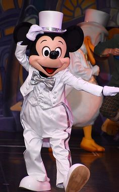 House Mouse, Park Photos, Epcot, Mickey Mouse, Disney Characters, Fictional Characters, Fantasy Characters, Baby Mouse