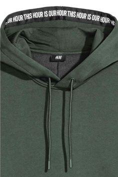 Dropped-shoulder hooded top - Dark green - Men | H&M GB