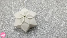 Learn how to fold a beautiful hexagonal origami puffy star! These origami stars can be hung as decorations or displayed as they are. The neat thing about these stars is that the pop out from being a flat tato/coaster! Diy Origami, Design Origami, Origami Simple, Origami Paper Folding, Origami Mouse, Origami Star Box, Origami Fish, Origami Dragon, Paper Crafts Origami