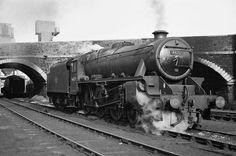 44829 LMSR Stanier 5 at Bristol Barrow Road MPD. 1966 finds this relatively clean Black 5 on Barrow Road Shed. Photo by Colln Smith Bristol, Steam Railway, British Rail, Train Journey, Train Car, Steam Engine, Steam Locomotive, Great Britain, Old Photos