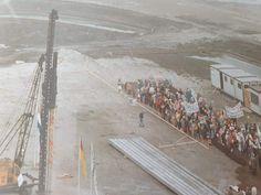 Eerste paal wordt geslagen voor het nieuwe gebouw van de wethouder Brederodeschool in de Hoekpolder. In november 1986 was het klaar.  De foto's zijn genomen vanaf de Petronella Voutestraat (Jupiterflat) Was, Holland, Hockey, November, The Hague, The Nederlands, November Born, Field Hockey, The Netherlands
