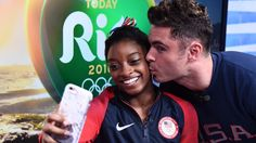 Zac Efron gives Simone Biles ( 4 Gold Medals, Rio Olympic 2016) a perfect selfie pose.