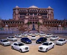 If you are planning to travel to a luxury resort, then this might be interesting; The Emirates Palace, a seven star hotel in Abu Dhabi, United Arab Emirates. Abu Dhabi, Places To Travel, Travel Destinations, Places To Visit, Sheik Arabe, Sultan Palace, Palace Hotel, Sharjah, Beautiful Hotels