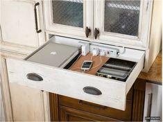 Créez votre station de charge dans un tiroir de cuisine ou un tiroir de table de nuit, juste en perçant des trous.
