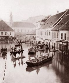 """burnedshoes: """" © Lovich Károly, Flood in Budapest The flood covered Buda Castle / Pottery (now Szilágyi Dezső Square). Old Pictures, Old Photos, Vintage Photos, Historical Sites, Historical Photos, Photo Timeline, Buda Castle, History Photos, Budapest Hungary"""