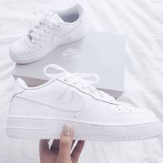 Nike Shoes OFF! ►► nike white and shoes image – Adidas White Sneakers – Latest and fashionable shoe… Mode Shoes, Sneakers Mode, Sneakers Fashion, Fashion Shoes, White Sneakers Nike, Nike Shoes Women White, Womens White Sneakers, All White Shoes, Fashion Outfits