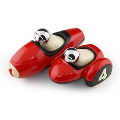 Playforever Enzo Motor Rood/Chroom - Deze prachtige motor van het merk Playforever is erg leuk om mee te spelen maar ook leuk om op de kast te hebben staan. Verzammel ze nu allemaal en combineer ze met de snelste raceauto's of vliegtuigen om zo een mooi speel avontuur te beleven. In verschillende kleuren leverbaar.