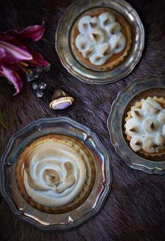 Verigreippi-marenkipiirakka // Pink Grapefruit & Meringue Pie Food & Style Elina Jyväs, Baking Instinct Photo Laura Riihelä www.maku.fi