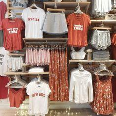 Clothing Store Interior, Clothing Store Displays, Clothing Store Design, Boutique Clothing, Fashion Boutique, Fashion Store Design, Grunge Look, 90s Grunge, Grunge Style