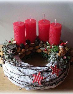 Thinking about easy and cheap christmas centerpiece ideas that you can do by yourself? Look here for some of the easiest Christmas centerpiece ideas. White Christmas Ornaments, Small Christmas Trees, Cheap Christmas, Christmas Candles, Simple Christmas, Christmas Time, Christmas Wreaths, Christmas Crafts, Holiday