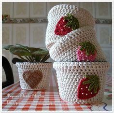 """""""Atelier Saron Calazans"""": Vasos de crochê"""