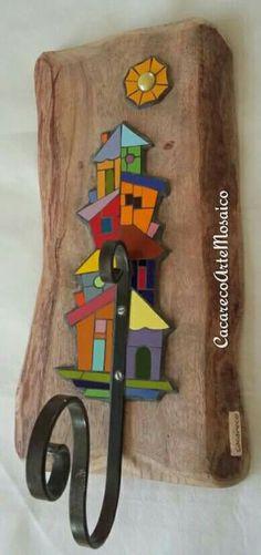 House Quilt Block, House Quilts, Mosaic Tray, Mosaic Glass, Creative Crafts, Diy Crafts, Mosaic Rocks, Mosaic Birds, Glass Garden Art