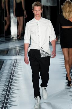 Versus Versace Spring 2015 Ready-to-Wear - Collection - Gallery - Look 30 - Style.com