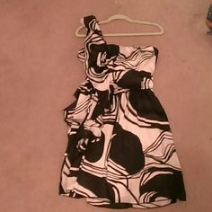 One shoulder dress, Bisou Bisou Black and white, one shoulder dress. Fully Lined. Great for going out or a wedding. has ruffle on side with strap. Bisou Bisou Dresses One Shoulder