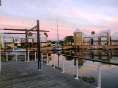 Situated in a prime position on the corner of The Island in the Knysna Quays, with a plunge pool overlooking the waterway and a 14-m deep-water mooring, this spacious double-storey house has 4 elegant bedrooms, 3 bathrooms and sundecks on both levels.