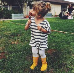 Cool kids style - Check out this post full of children's fashion inspiration, from breton tops, stylish knits, prints, denim and more! Fashion Kids, Little Girl Fashion, My Little Girl, My Baby Girl, Toddler Fashion, Outfits Niños, Baby Outfits, Toddler Girl, Baby Kids