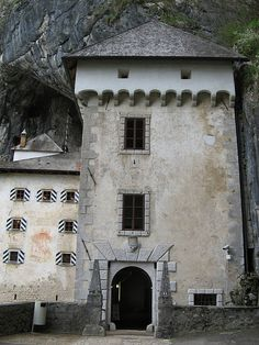 Predjama castle near Postojna, Slovenia by i.prinke, via Flickr