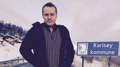 ULYDIG: Eskild Johansen vil ta i bruk drastiske midler for å stoppe etablering av oppdrettsanlegg i Karlsøy. Raincoat, Jackets, Fashion, Politicians, Rain Jacket, Down Jackets, Moda, Fashion Styles