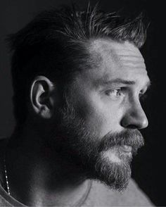 Tom Hardy's beard Foto Portrait, Portrait Photography, Photography Magazine, Portrait Fotografie Inspiration, Tom Hardy Photos, Portraits, Raining Men, Bearded Men, Gorgeous Men