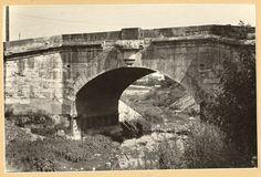tzw Most Sierakowskiego na Białusze - rozebrany w 1961r - zastąpiony zwykłym betonowym, który stoi do dziś. Ta mała ambonka zawiera akt erekcyjny mostu - niestety została wysadzona podczas okupacji przez Niemców.