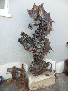 Seahorse by Marti Wong  https://www.facebook.com/martiwongcreations/photos/pb.458261440906843.-2207520000.1453120096./624615020938150/?type=3&theater