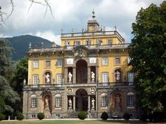 Lucca Day Trips: Villas, Towns, Spas, and the Leaning Tower: Villas and Gardens near Lucca