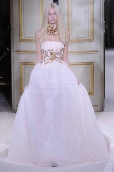 http://www.fashionnewslive.com/2013/01/25/couture-runway-review-giambattista-valli/