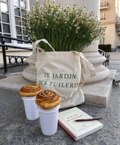 Summer Aesthetic, Aesthetic Food, Beige Aesthetic, Aesthetic Coffee, Jardin Des Tuileries, Coffee Time, Sunday Coffee, Aesthetic Pictures, Summer Vibes