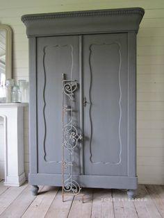 Mooi voor m'n kamer!!!! Door Furniture, Chalk Paint Furniture, Hand Painted Furniture, Furniture Makeover, Restoring Old Furniture, Cabinets, Cupboards, Armoire, Home Trends