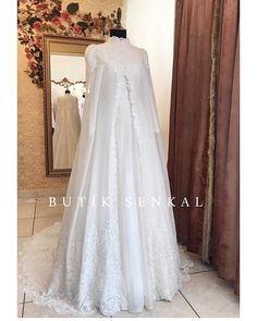 Image may contain: one or more people and wedding Muslim Wedding Dresses, Wedding Hijab, Elegant Wedding Dress, Muslimah Wedding Dress, Hijab Bride, Bridal Gowns, Wedding Gowns, Beautiful Long Dresses, Couture