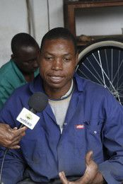 Vicente from @Mozambikes talks to @Paco Sapolski, #bicycles #bicicletas #Mozambique #Africa #donate