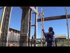 Как построить дом из арболита (опилкобетона) МОНТАЖ ОПОРНЫХ ЛЕСЕНОК СВЕРХУ день 2 - YouTube