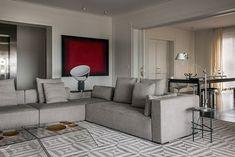 Espaços amplos e boiseries usadas com sofisticação são alguns dos atrativos deste apartamento clássico com toques contemporâneos em São Paulo. Projeto Luiz Ricardo Bick e William Simonato via Casa Vogue.