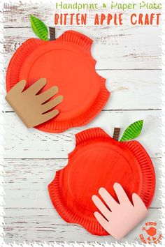 HANDPRINT AND PAPER PLATE BITTEN APPLE CRAFT - These easy apple crafts for kids are so fun to make this apple season. Who could resist taking a bite out of a big red juicy apple like that? A fun Fall craft and paper plate craft to celebrate harvest time. Easy Fall Crafts, Easy Arts And Crafts, Crafts For Kids To Make, Arts And Crafts Projects, Art For Kids, Harvest Crafts For Kids, Apple Crafts For Preschoolers, Kids Diy, Arts And Crafts Movement