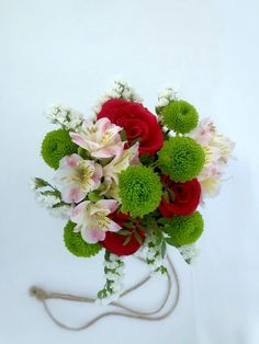 #redroses #colorfulbouquet #flowerslover #doitwithpassionornotatall