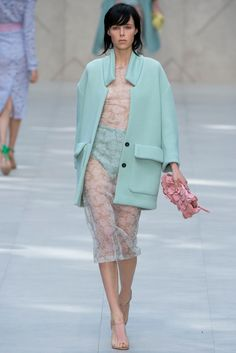 See the complete Burberry Spring 2014 Ready-to-Wear collection.