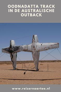 Om de Australische Outback te ervaren, rijden we een deel van de beroemde Oodnadatta track.   #reisblog #reisinspiratie #australië #reizen Om, Aircraft, Aviation, Planes, Airplane, Airplanes, Plane