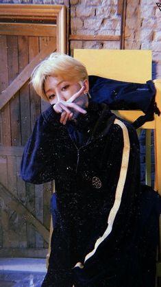 xu minghao / he rly wants me in pain Seventeen Memes, Seventeen Debut, Woozi, Jeonghan, Seventeen Minghao, Hip Hop, Choi Hansol, Grunge, Won Woo