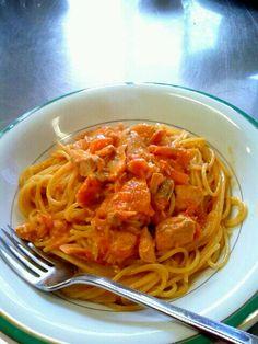 料理サークルで、作ったよ♪これは我が家レシピに、登録 - 2件のもぐもぐ - サーモンのトマトクリームパスタ by shinyorita