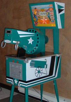 1963 Chicago Coin Texas Ranger Gatling Gun coin operated gun game Vintage Toys 1960s, Vintage Games, Retro Toys, Arcade Game Machines, Arcade Machine, Vending Machines, Pinball, Video Game Posters, Video Games