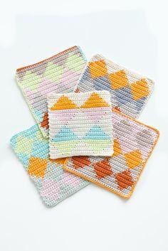 Tapestry Crochet Dishcloths | Lebeslustiger.com #tapestrycrochet #harlequin #dishcloths