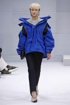 Balenciaga, A-H 16/17 - L'officiel de la mode - How to style a ski jacket