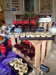 display food on wood pallet
